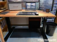 Flexispot 電動式スタンディングデスク E7 かなでものの杉無垢材天板 トリプルモニター MacBook Proなど