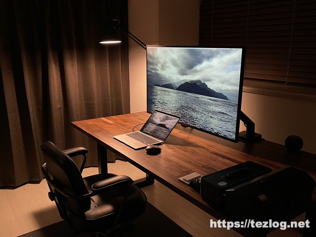 Hueホワイトグラデーションライトと山田照明 Z-Light・4灯スポットシーリングライトで作るホームオフィス照明