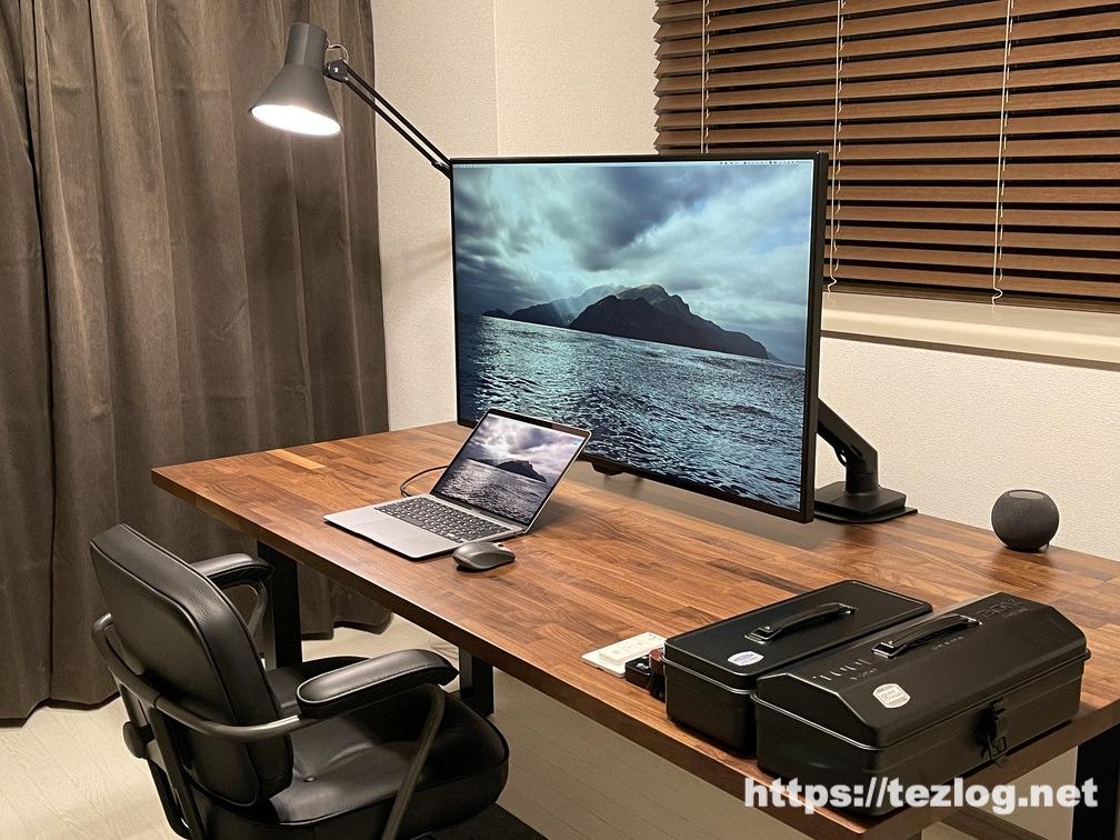 Philips Hue ホワイトグラデーションと山田照明 Z-Light Z-108N、4灯スポットシリーングライトで作るホームオフィス照明。太陽光に近い昼光色での使用風景。