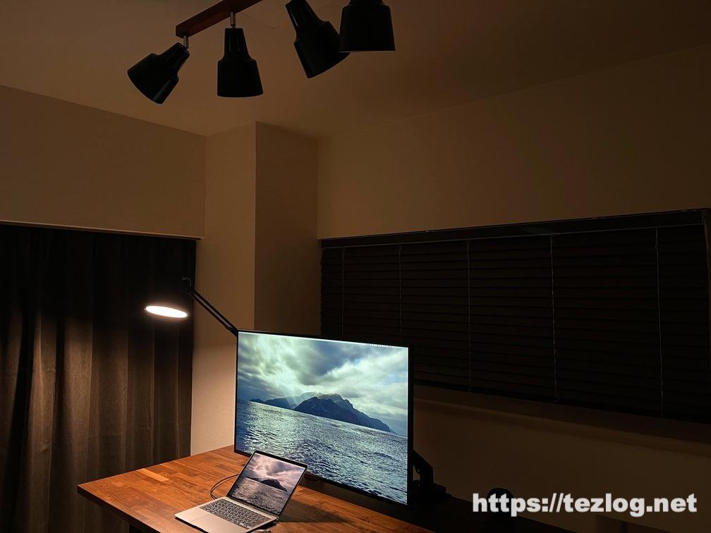 Philips Hue+山田照明 Z-Light+Beaubelle シーリングスポットライトで作ったホームオフィス照明 使用風景 Z-Lightのみ点灯