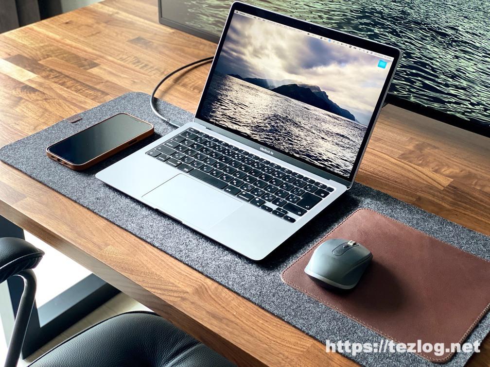 Pack&Smooch マウスパッド付きデスクマット Moira 使用風景 iPhone 12 Pro Max+ MacBook Air+Logicool MX Anywhere3