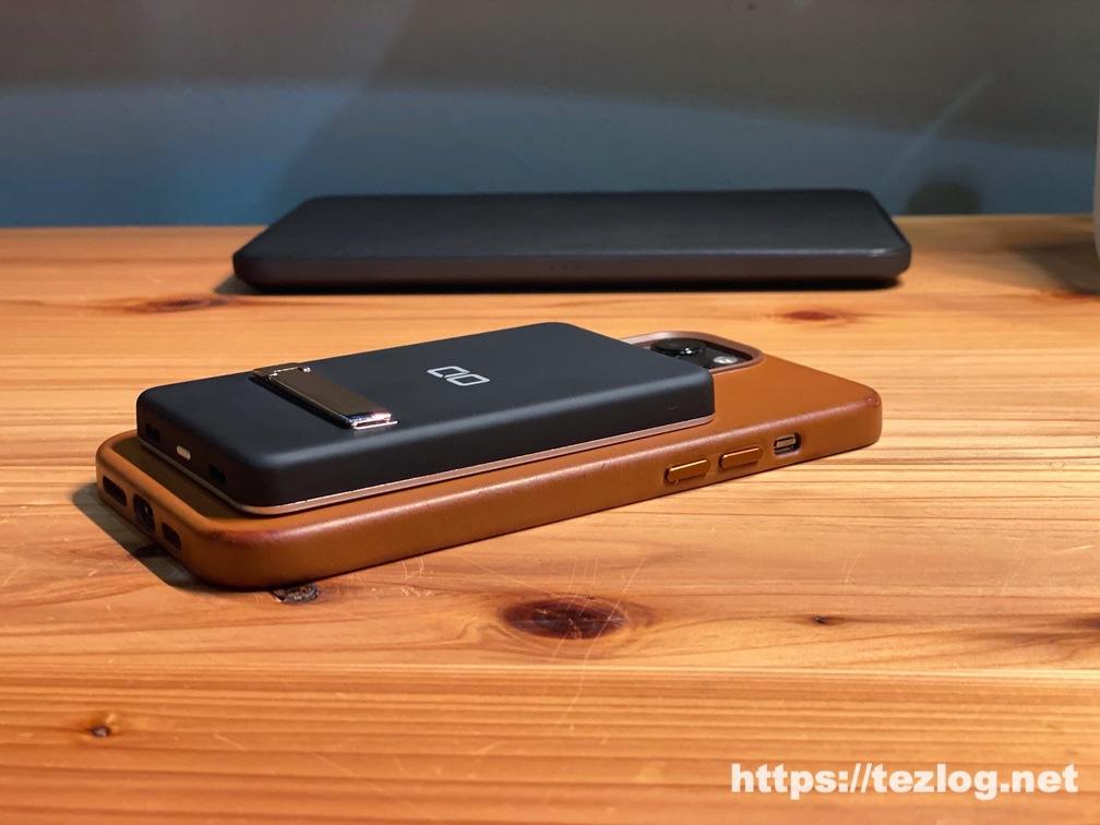 CIO-MB5000-MAG-BKをiPhon 12 Pro Maxにマグネットで装着。MagSafe充電。