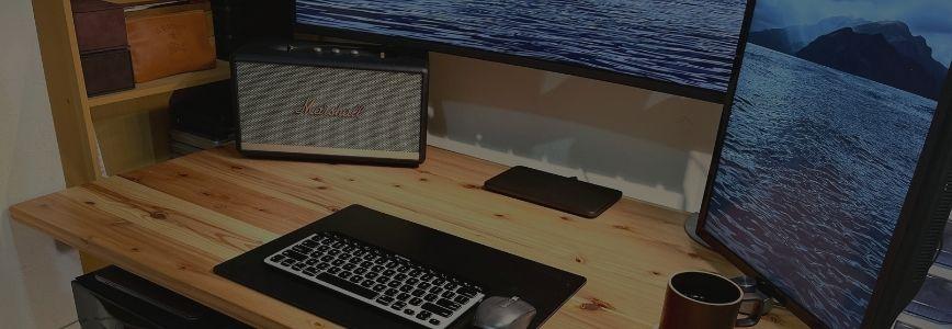 ワークデスクツアー かなでもの杉無垢材デスク FLEXISPOTスタンディングデスク E7・35インチ局面ウルトラワイドモニター・ MacBook Proなど