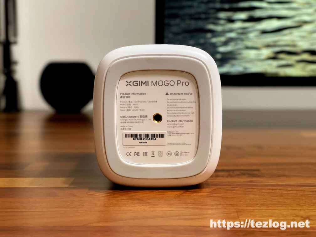 XGIMI モバイルプロジェクター Mogo Pro 底面 三脚用のネジ穴