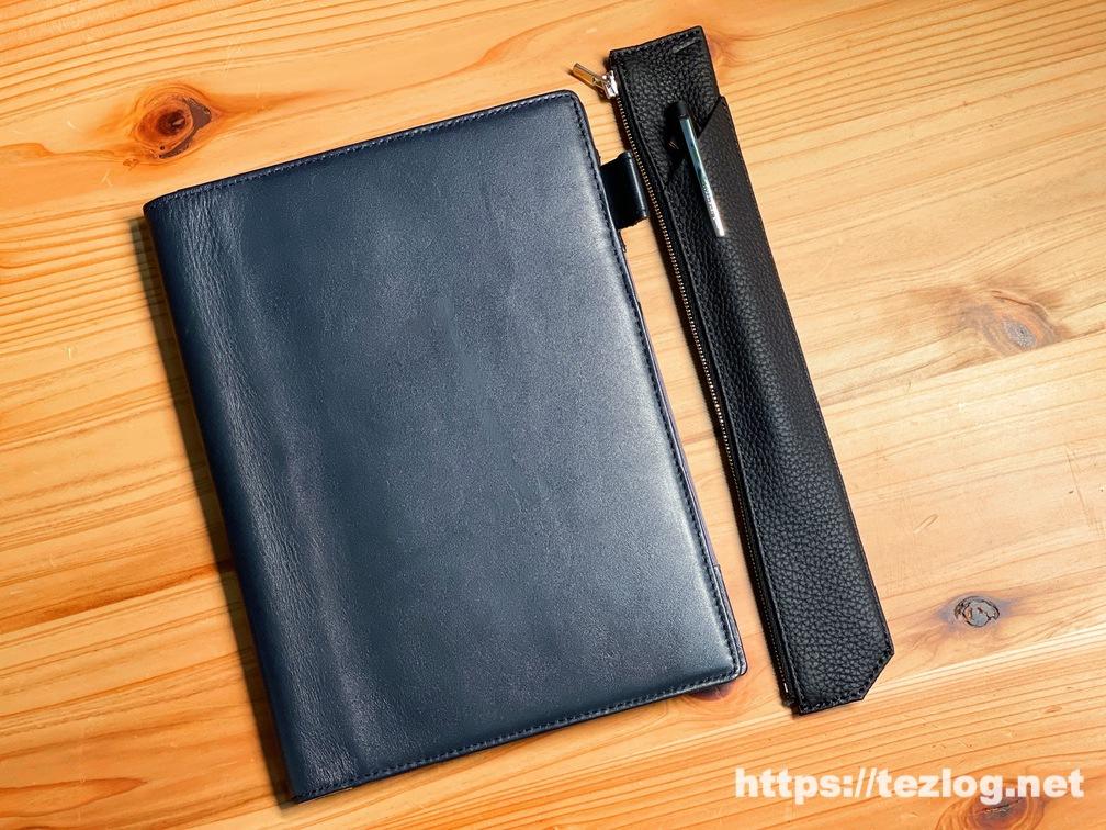 TAVARAT シュランケンカーフレザー ペンケース Tps-133とレザーカバーを付けたノート