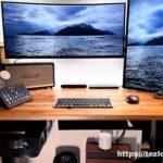 配線整理をしたかなでものの杉無垢材天板のFLEXISPOT伝道師キスタンディングデスク。M1 MacBook Airとデュアルモニターデスク環境