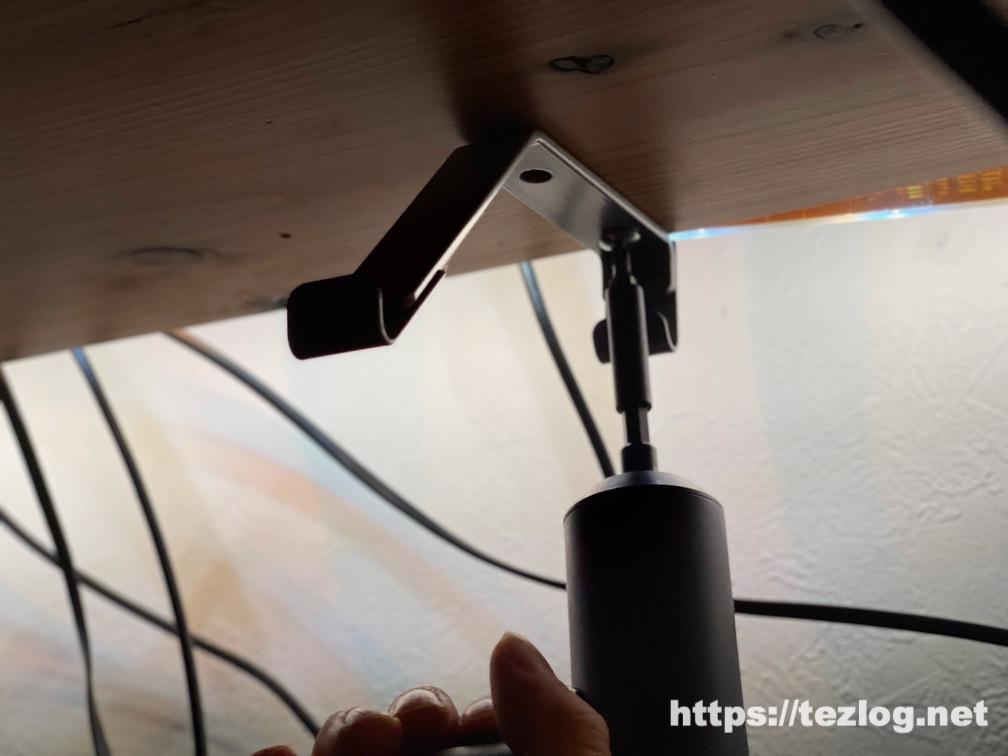 サンワサプライ ケーブル配線トレー CB-CTERD5 を付属品以外の木ネジで取り付け